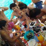Famiglia pranza in barca a Gallipoli
