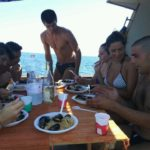 Pranzo a bordo durante un'escursione in barca a Gallipoli